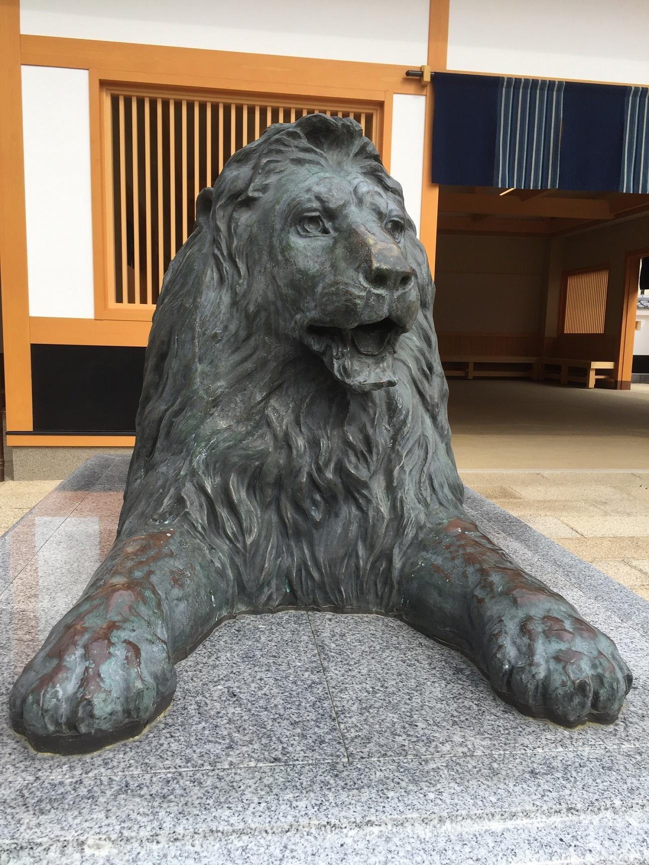 豪商ポケットパークのライオン像